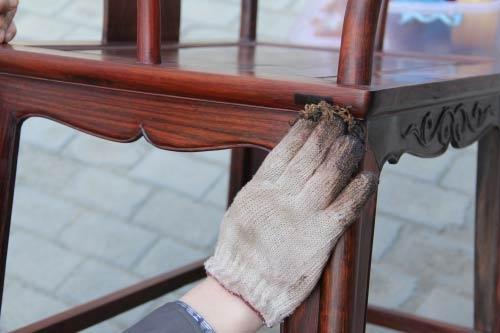 Xử lý khi dồ nội thất gỗ bị tróc sơn, rạn nứt
