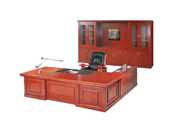Chọn vị trí đặt bàn giám đốc Veneer phù hợp