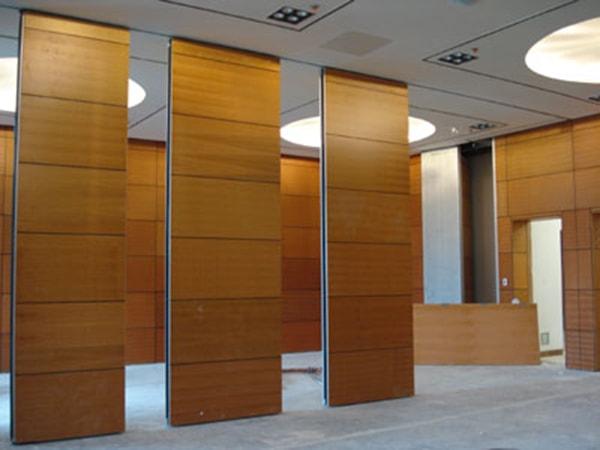 Vách ngăn gỗ Veneer – lựa chọn ưa thích của doanh nghiệp