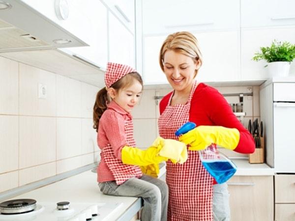 cách làm sạch tủ bếp bằng gỗ