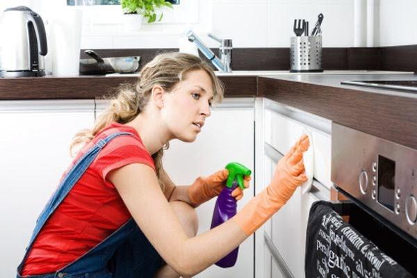 làm sạch tủ bếp
