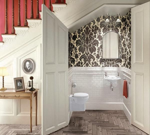 Không nên làm nhà vệ sinh dưới gầm cầu thang