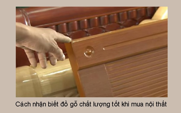 Kiểm tra chất lượng các bộ phận, hoa văn, nước sơn của nội thất gỗ
