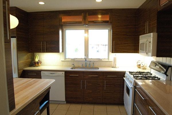 Tủ bếp gỗ Veneer óc chó hình chữ L