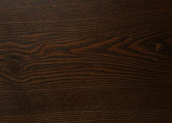 Màu gỗ sồi thường tối hơn
