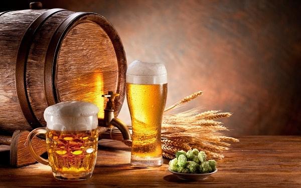 Bia cũng có tác dụng xử lí những vết bẩn bám trên bề mặt gỗ