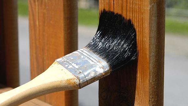 Nên bảo vệ nội thất gỗ bằng dầu