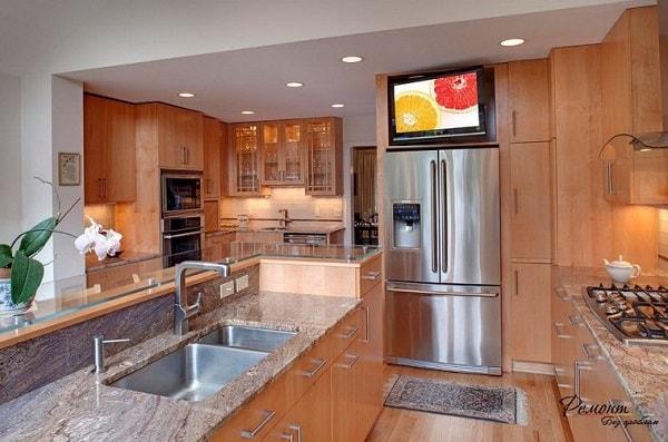Tivi đặt bên trong phòng bếp