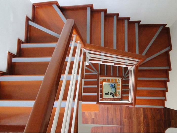 Cầu thang gỗ công nghiệp mang rất nhiều ưu điểm